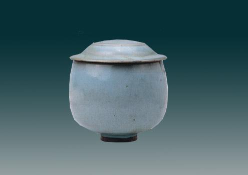 宋代钧窑天青釉瓷盖罐
