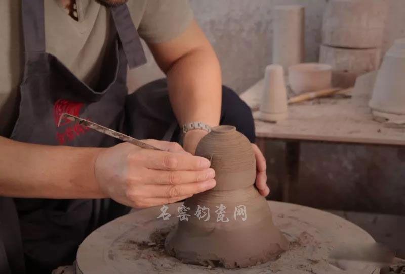 钧瓷大师李海峰创作中