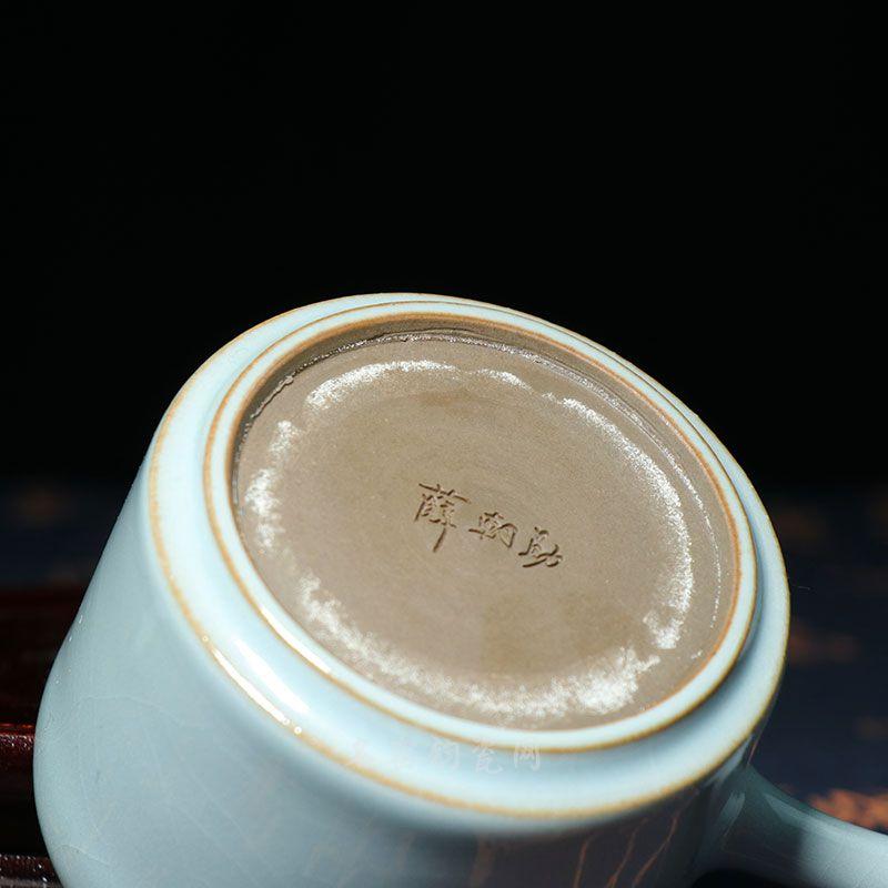 侧把壶,底款为薛朝勋大师亲笔签章