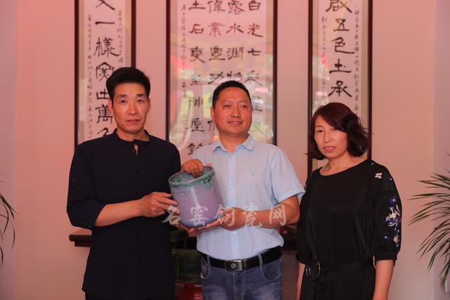 孟占军副局长对中华钧窑白露伟钧瓷艺术馆的成功揭牌表示祝贺