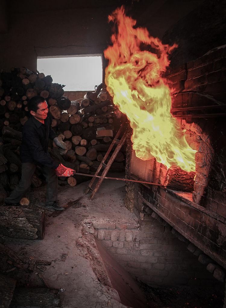 传统的木柴烧制钧窑_神垕镇隐藏在钧瓷大师身后的普通工匠