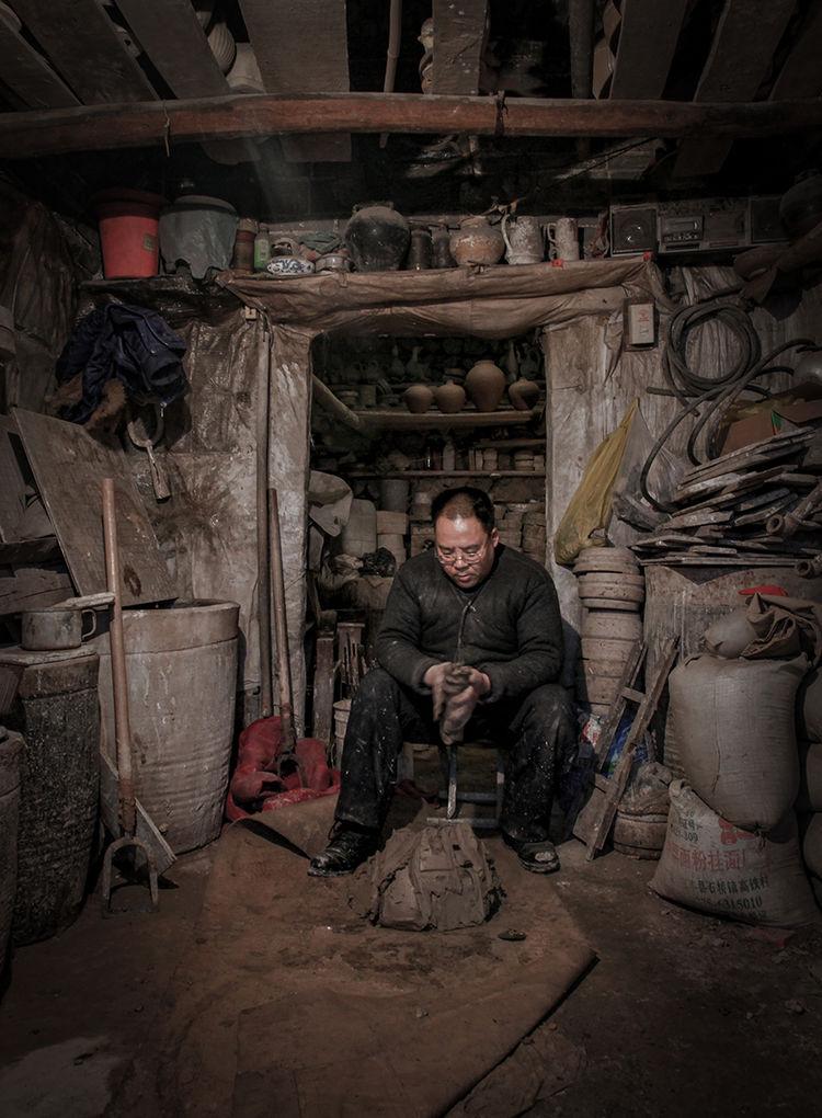 钧瓷炼泥_神垕镇隐藏在钧瓷大师身后的普通工匠