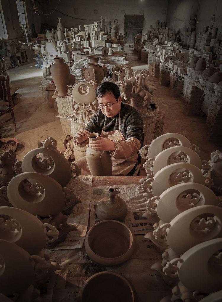 钧瓷的成型离不开精雕细琢_神垕镇隐藏在钧瓷大师身后的普通工匠