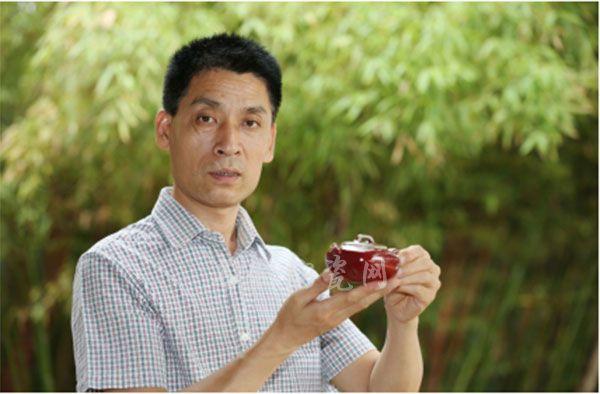 陶瓷大师白胜利谈钧瓷壶的创新(上图:白胜利大师近影)