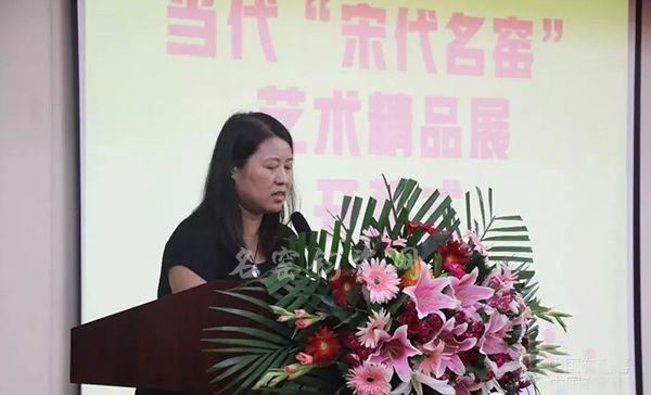 中国陶瓷设计艺术大师李竹玲女士致辞