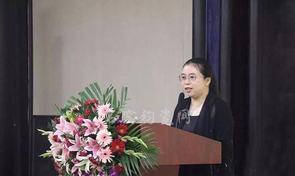 北京陶瓷艺术馆馆长陈美霞女士致辞