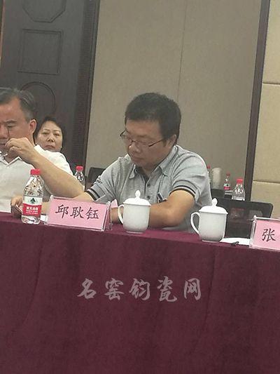 清华大学美术学院陶瓷艺术设计系副教授邱耿钰发言