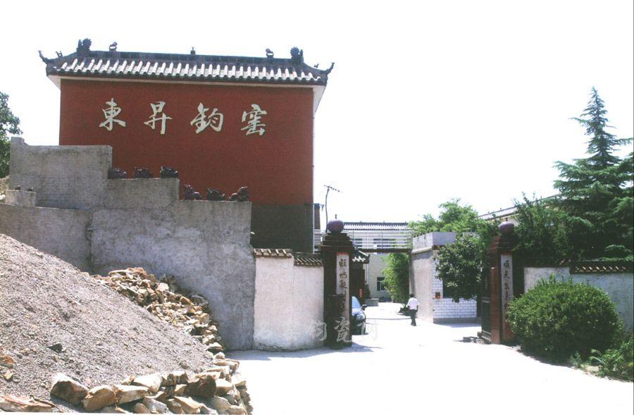 禹州市东升钧窑,东升钧窑艺术总监李建峰始终执著地追求着自己的梦想