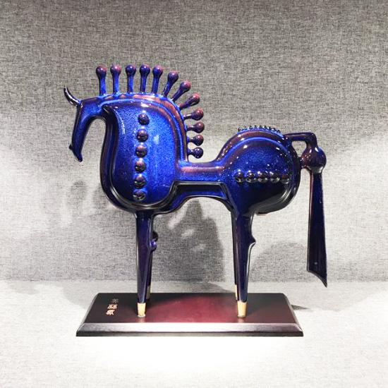 美林马-韩美林大师设计钧瓷马作品《美林马》
