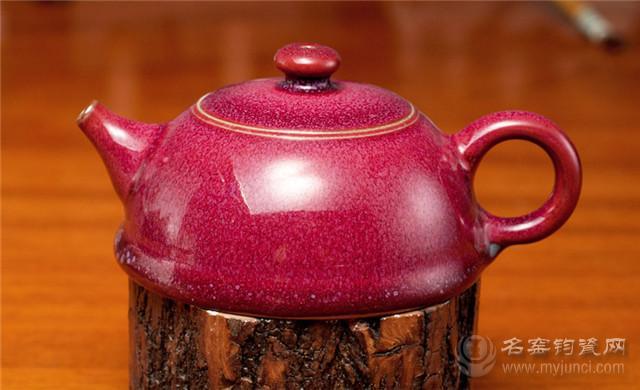 半月壶钧红釉瓷器