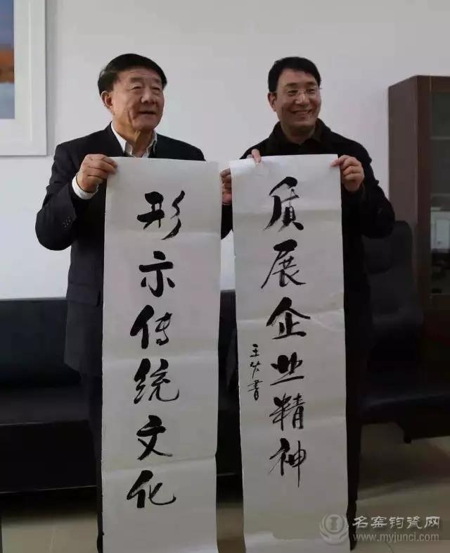 作者与全国人大教科文卫委员会副主任委员、民进中央副主席、中国民办教育协会会长王佐书教授(左一)合影。