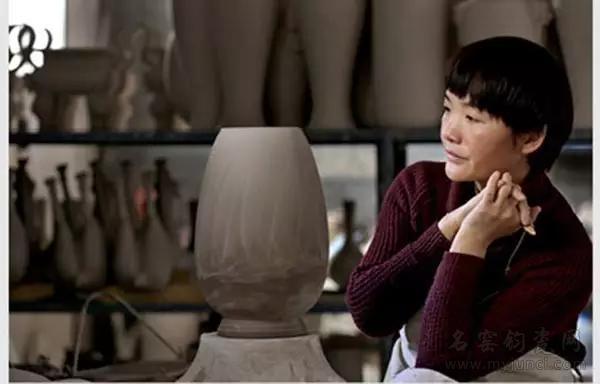 王秋红2013年被评为首届中国钧瓷工艺大师
