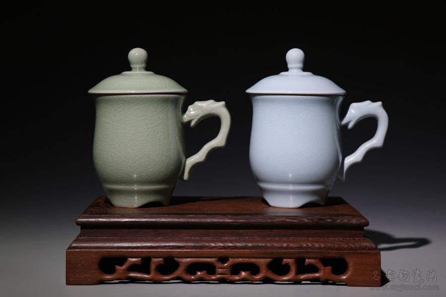 (总理杯_上合杯-龙首杯)-开片豆绿色:同款型共两种可选釉色(左:豆绿色,右:天青色)