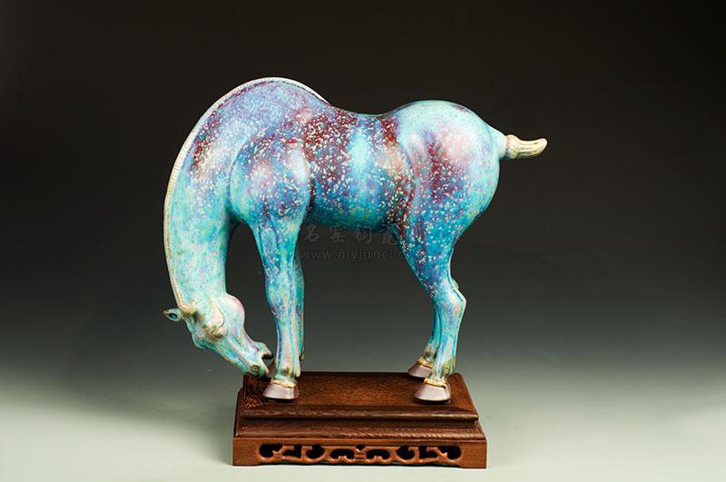 玉逍遥(立马-啃蹄马)-王现锋-被中国国家博物馆收藏的作品