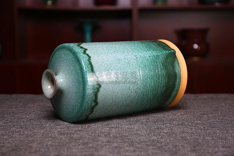 小口旋纹瓶