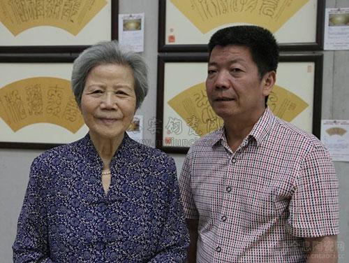 钧瓷大师霍福生(右)