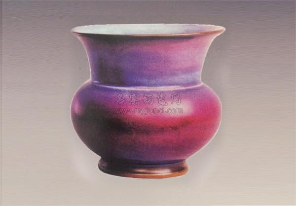 宋代传世钧瓷鉴赏-玫瑰紫釉渣斗式花盆