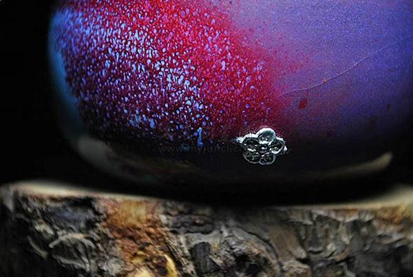锔瓷-钧瓷茶杯-锔银工艺:锯瓷花瓣造型-周围可见钧瓷开片